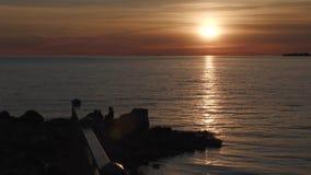 Wybrzeże zatoka Finlandia przy zmierzchem zbiory