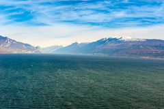 Wybrzeże gardy jezioro, desencano, Italy Zdjęcia Royalty Free