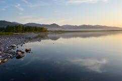 Wybrzeże jezioro Obrazy Royalty Free