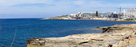 Wybrzeże w Bugibba, Malta Zdjęcia Royalty Free