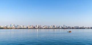 Wybrzeże Zachodni jezioro, panoramiczny krajobraz Obrazy Stock