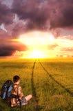 Wybuch bomby atomowej i młody człowiek zdjęcia stock