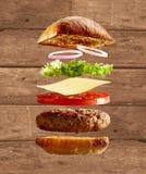 Wybuchający diagram hamburger, babeczki i składniki, zdjęcia royalty free