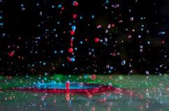 Wybuchy i pluśnięcia od spada farb różni kolory obraz stock