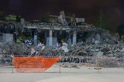 Wyburzający budynki przy nocą Zdjęcia Royalty Free
