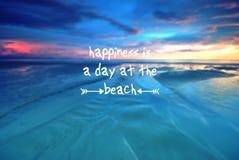 Wycena szczęście jest dniem przy plażą zdjęcie royalty free