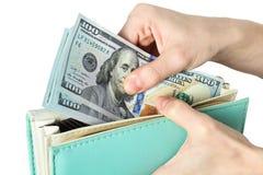 Wyciąga Amerykańskich dolary od kiesy zdjęcie stock