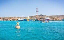 Wycieczek turysycznych łodzi błękita laguna Obraz Royalty Free