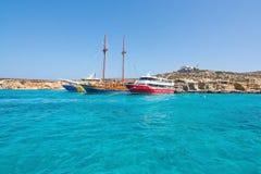 Wycieczek turysycznych łodzi błękita laguna Zdjęcia Royalty Free