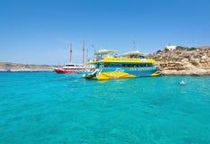 Wycieczek turysycznych łodzi błękita laguna Obrazy Stock