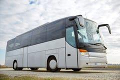 Wycieczka autobusowa jedzie outdoors zdjęcia stock