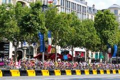 Wycieczka turysyczna de France, rywalizacja w Paryż Peloton Fotografia Stock