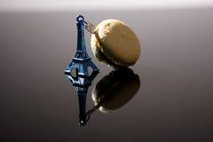 Wycieczka turysyczna Eiffel i macaron Zdjęcie Stock