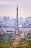 Wycieczka turysyczna Eiffel przy zmierzchem, Paryż Obrazy Stock