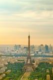 Wycieczka turysyczna Eiffel przy zmierzchem, Paryż Fotografia Royalty Free
