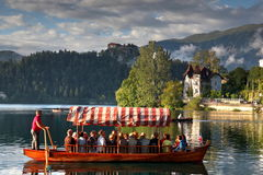 Wycieczka turysyczna na Krwawić jeziorze Fotografia Royalty Free