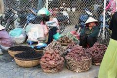 Wycieczka Wietnam: tradycyjny rynek w Dalat Fotografia Stock