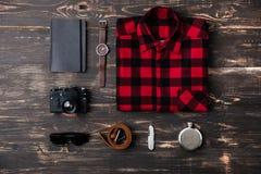 Wycieczki pojęcie - rzeczy mężczyzna akcesoria i odzież Fotografia Stock