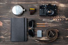 Wycieczki pojęcie - rzeczy mężczyzna akcesoria i odzież Zdjęcia Stock