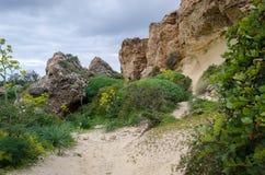 Wycieczkować ścieżkę wokoło Ghajn Tuffieha w Malta zdjęcia stock