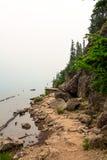 Wycieczkować ślad jeziorem Zdjęcia Royalty Free