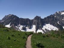 Wycieczkować ślad Prowadzi góry Obrazy Royalty Free