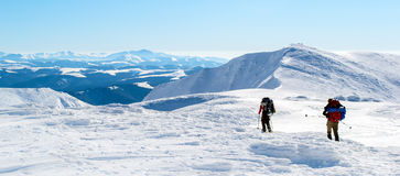 Wycieczkować na śnieżnej grani zdjęcie royalty free