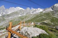 Wycieczkować tło Mont Blanc jest wysokim szczytem europejscy Zachodni Alps Obraz Stock