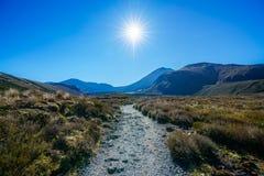 Wycieczkować tongariro wysokogórskiego skrzyżowanie, wulkanu mt ngauruhoe, nowy zealan Obraz Royalty Free