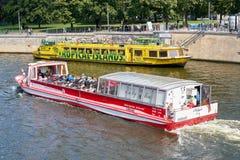 Wycieczkowe łodzie w Berlin zdjęcie stock