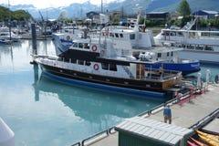 Wycieczkowe łodzie wiązali przy portem valdez Fotografia Stock