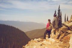 Wycieczkowicz, góry Revelstoke park narodowy, Kanada Fotografia Royalty Free