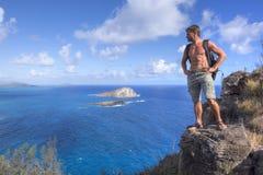 Wycieczkowicz na górze góry w Hawaje Zdjęcie Stock
