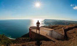 Wycieczkowicz na piękno krajobrazu Crimea tle obraz stock