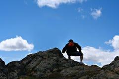 wycieczkowicz na szczyt góry Zdjęcie Royalty Free