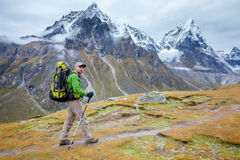 Wycieczkowicz na wędrówce w himalajach  Fotografia Royalty Free