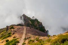 Wycieczkowicz podziwia Pico robi Arierio, Ruivo, madera, Portugalia, Europa Zdjęcie Stock