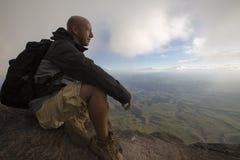 Wycieczkowicz przy wierzchołkiem góra góra Roraima Obrazy Royalty Free