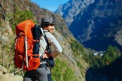 Wycieczkowicz w górach Obraz Royalty Free