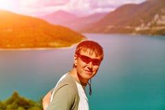Wycieczkowicz w górach Obrazy Royalty Free