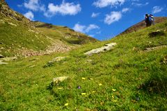 Wycieczkowicz w górach Andorra Zdjęcia Royalty Free