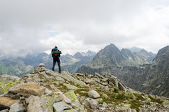 Wycieczkowicz w górze Obrazy Royalty Free
