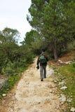 Wycieczkowicz w Mozarabic Camino de Santiago, Cerro Muriano, prowincja cordoba, Andalusia, Hiszpania Zdjęcie Royalty Free