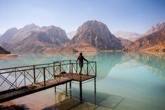 Wycieczkowicz w wysokich górach Obraz Royalty Free