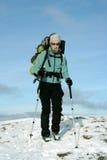Wycieczkowicz w zima górach Obrazy Royalty Free