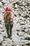 Wycieczkowicza fotograf bierze fotografię góry Fotografia Royalty Free