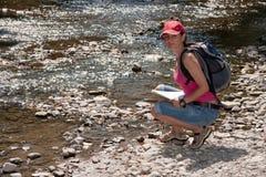wycieczkowicza góry rzeka Zdjęcie Royalty Free