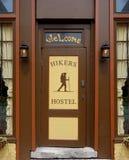 Wycieczkowicza schroniska powitania wejście zdjęcie royalty free