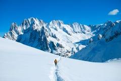 Wycieczkowicze w zima górach Fotografia Royalty Free