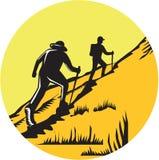 Wycieczkowicze Wycieczkuje Up Stromego śladu okręgu Woodcut royalty ilustracja